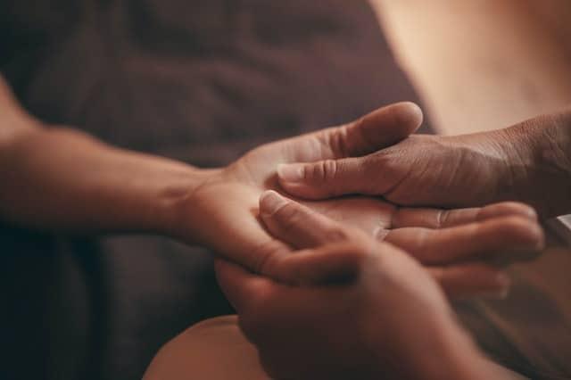 La fisioterapia ayuda a mejorar los sintomas de dedo en gatillo